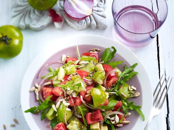 Tomatensalat mit Avocadowürfeln Rezept