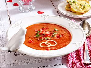 Tomatensuppe mit Basilikum-Crostini Rezept