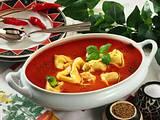 Tomatensuppe mit gefüllten Tortelloni Rezept