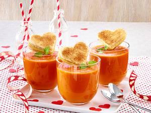 Tomatensuppe mit Käsetoast-Herzen Rezept
