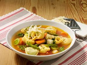 Tomatiger Tortellini-Eintopf Rezept