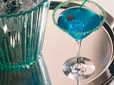 Tonic-Cocktail mit Blue Curacao Rezept