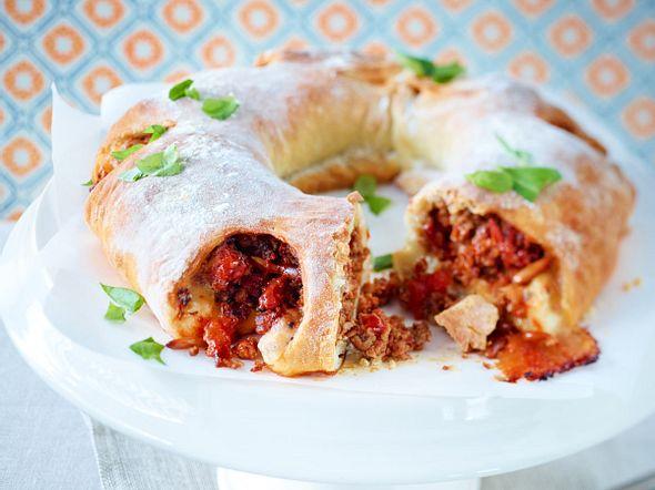 Tortano mit Tomatenhack und Mozzarella