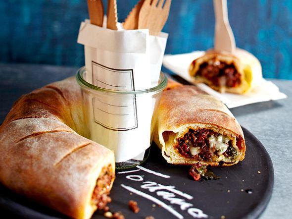Tortano mit Tomatenhack und Gorgonzola Rezept