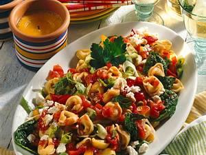 Tortellini-Salat in würziger Tomatensoße Rezept