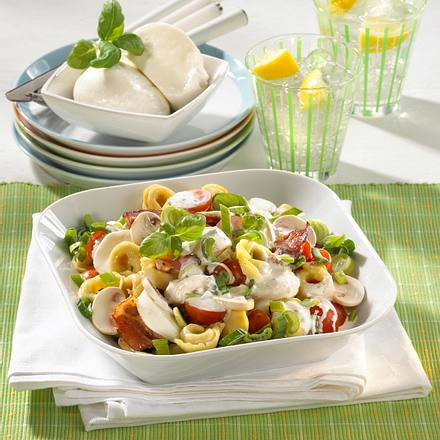 tortellini salat mit mozzarella pilzen rezept lecker. Black Bedroom Furniture Sets. Home Design Ideas