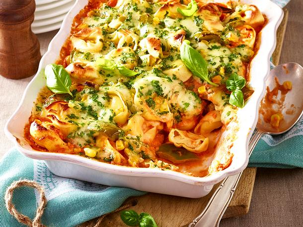 Tortelloni-Auflauf mit Paprika und Mais Rezept