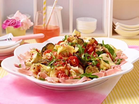 Tortellonisalat mit Schinken und geriebenem Tomatendressing Rezept