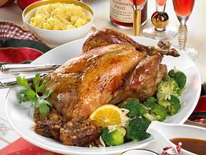 Truthahn mit Brot-Speck-Füllung & Cranberry-Soße Rezept