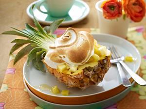 Überbackene Ananas mit Vanilleeis und Baiserhaube Rezept