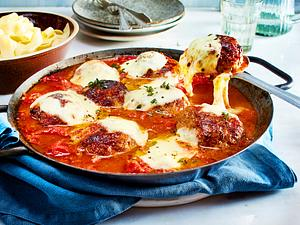 Überbackene Frikadellen in Tomatensoße Rezept
