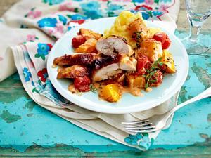 Überbackene Hähnchenteile auf Sahne-Kürbis und Tomaten Rezept