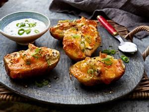 Überbackene Kartoffelhälften mit Putenfleisch Rezept