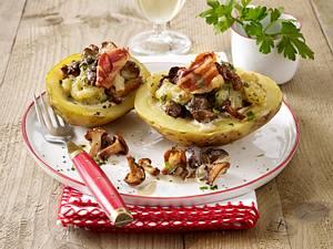 Überbackene Kartoffeln mit Pilzfüllung und Speck (Erdäpfel mit Schwammerlfülle) Rezept