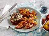 Überbackene Koteletts mit Feta-Walnusskruste zu geröstetem Blumenkohl und Bratkartoffeln Rezept