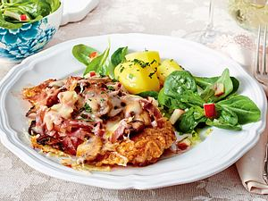 Überbackene Schnitzel mit Schinken-Käse-Haube Rezept