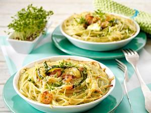 Überbackene Spaghettinester mit Shrimps und Zucchini in Kresse-Eiermilch Rezept