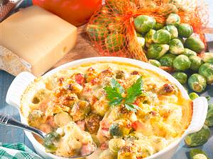 Überbackener Rosenkohl mit pikanter Käsesoße Rezept