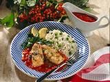 Überbackenes Fischfilet mit Tomatensoße und Erbsenreis Rezept