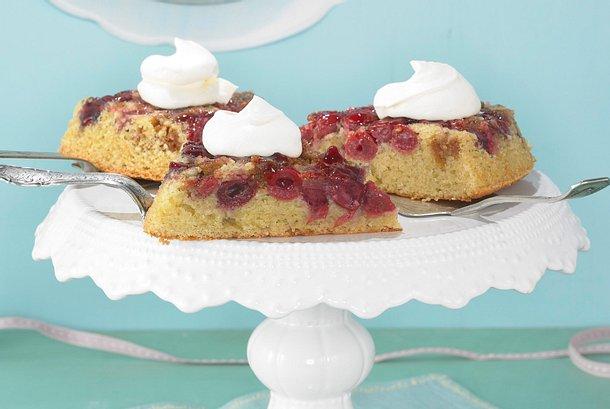 Umgedrehter Kirsch-Amarettini-Kuchen Rezept