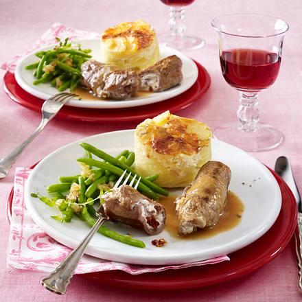Valentinsmenü Hauptgericht: Kalbsröllchen mit getrockneten Tomaten und Ziegenfrischkäse gefüllt, Kartoffelgratin mit Parmesan Rezept