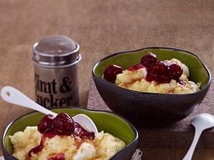 Vanille-Grießbrei mit Zimtzucker und heißen Rumkirschen Rezept