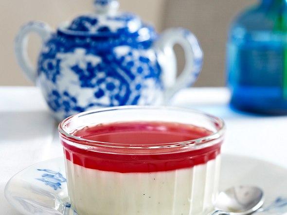 Vanille-Joghurt-Panna-cotta mit Granatapfelsoße Rezept