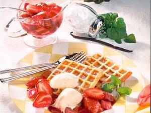 Vanillewaffeln mit Erdbeer-Rhabarber-Kompott Rezept