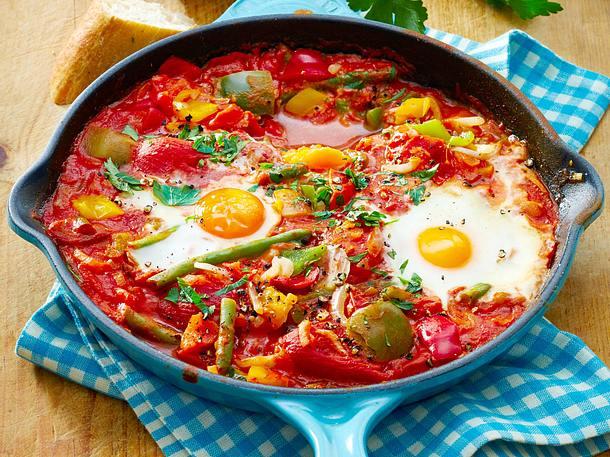 Vegetarische Gemüsepfanne mit Eiern Rezept
