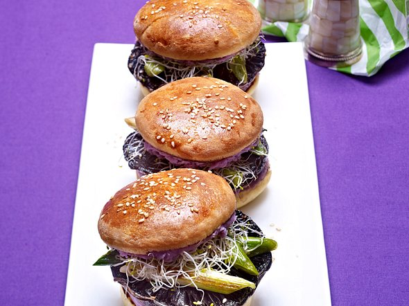 Vegetarischer Burger mit Sesam-Portobellos Rezept