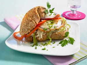 Vollkornbrötchen mit Schweinebraten, Krautsalat und Meerrettichcreme Rezept
