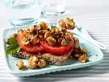Vollkornbrot mit Tomaten und Pilzgemüse Rezept
