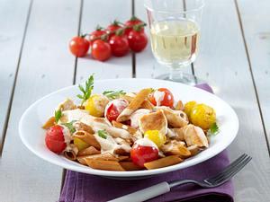 Vollkornnudeln mit Schmortomaten und Hähnchenfilet in Frischkäsesoße Rezept