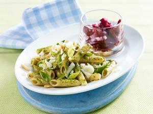 Vollkornpenne mit Petersilienpesto zu Rote-Bete-Salat Rezept
