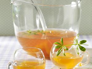 Waldmeister-Bowle mit Orangenfilets Rezept