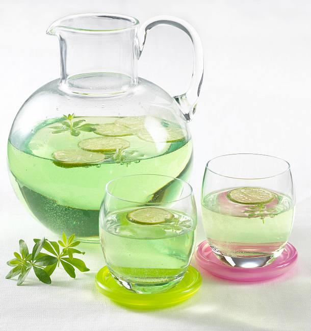 Waldmeister-Limetten-Bowle Rezept