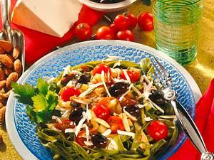 Warmer Nudel-Tomaten-Salat Rezept