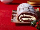 Weihnachts-Schokoladen-Biskuitrolle mit Sahnedeko Rezept