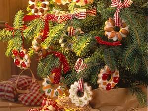 Weihnachtskränzchen mit Nüssen und kandierten Früchten Rezept
