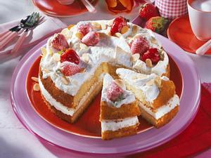 Weinschaum-Baiser-Torte mit Erdbeeren Rezept