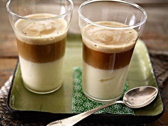 Weiße Mousse mit heißem Espresso Rezept