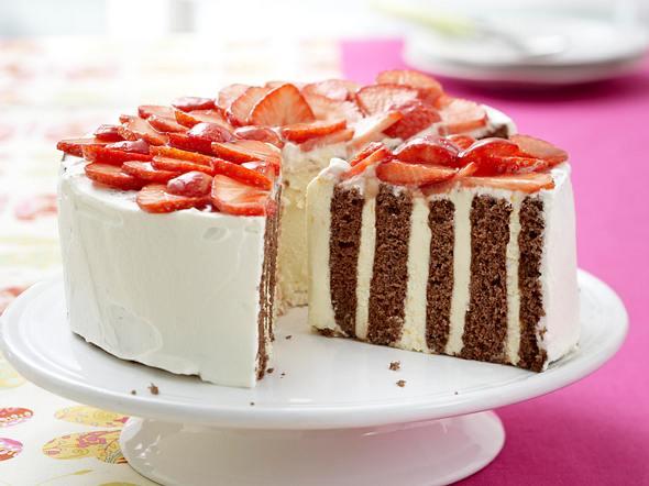 Wickel-Torte mit Erdbeer-Haube Rezept