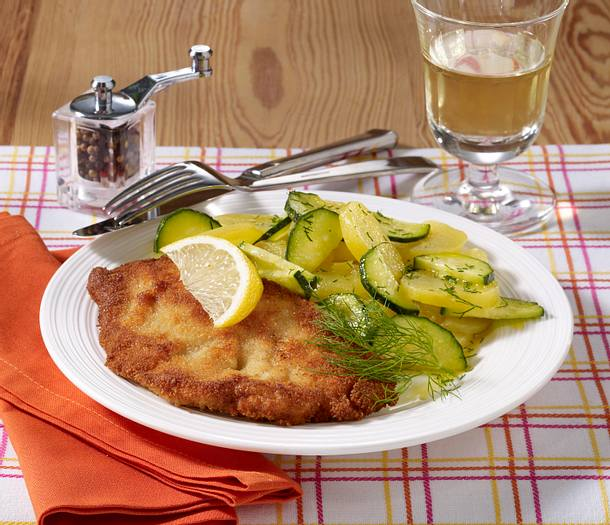 wiener schnitzel mit kartoffel gurkensalat rezept lecker. Black Bedroom Furniture Sets. Home Design Ideas