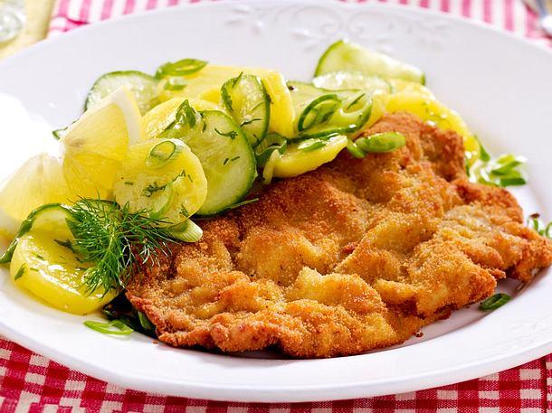 Wiener Schnitzel mit Kartoffel-Gurkensalat Rezept
