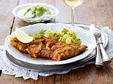 Wiener Schnitzel mit Petersilienkartoffeln und Gurkensalat Rezept