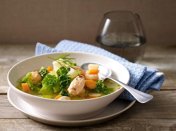 Wirsing-Möhren-Topf mit Lachsklößchen Rezept