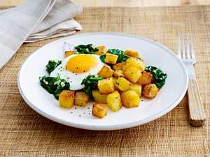 Würzige Bratkartoffeln mit Spinat und Spiegelei Rezept
