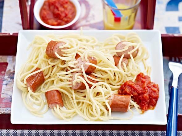 Wurststückchen mit Spaghettikabeln Rezept
