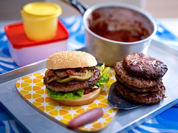 XXL-Burger mit Sundried Tomato Sauce Rezept