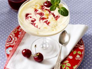 Zabaione mit Kirschsoße und Mandelkrokant Rezept